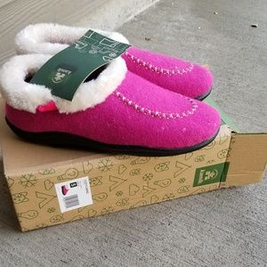 Shoes - Kamik Cozy Cabin Comfort Slippers